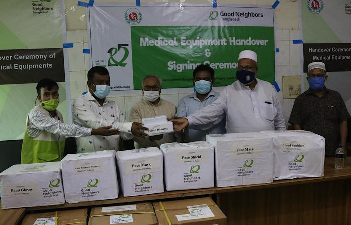 পীরগঞ্জ স্বাস্থ্য কমপ্লেক্সে চিকিৎসা সামগ্রী প্রদান